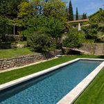 Ce bassin de nage traditionnel est réalisé en aluminium pour une inaltérabilité dans le temps incomparable.