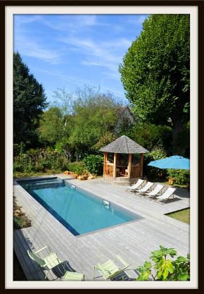 Piscinelle d'Or 2017 - Une piscine traditionnelle auprès d'une maison de maître en Île de France.